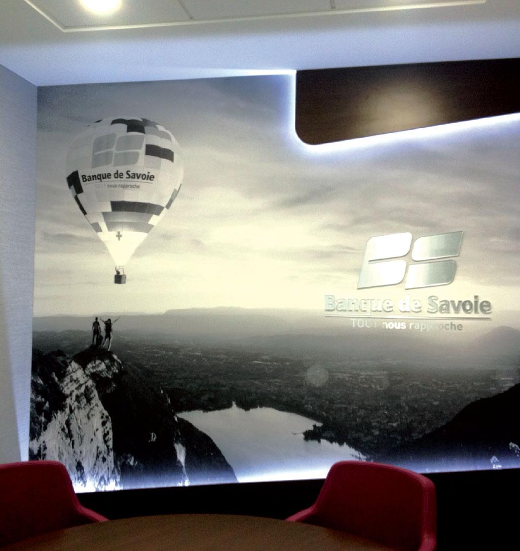 Banque de Savoie SIGNALÉTIQUE EXTÉRIEURE SIGNALÉTIQUE INTÉRIEURE ENSEIGNE MARQUAGE VÉHICULES EVENEMENTIEL DÉCORATION / VITROPHANIE GRAVURE pub grésivaudan grenoble