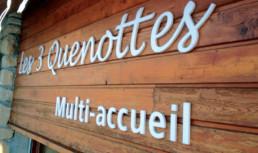 Les 3 quenottes SIGNALÉTIQUE EXTÉRIEURE SIGNALÉTIQUE INTÉRIEURE ENSEIGNE MARQUAGE VÉHICULES EVENEMENTIEL DÉCORATION / VITROPHANIE GRAVURE pub grésivaudan grenoble station de ski