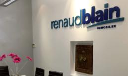 Renaud Blain SIGNALÉTIQUE EXTÉRIEURE SIGNALÉTIQUE INTÉRIEURE ENSEIGNE MARQUAGE VÉHICULES EVENEMENTIEL DÉCORATION / VITROPHANIE GRAVURE pub grésivaudan grenoble isere