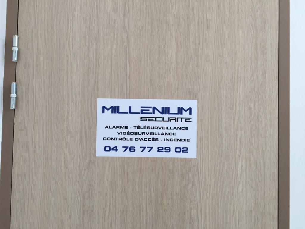 autocollant plaque de porte mill nium s curit crolles. Black Bedroom Furniture Sets. Home Design Ideas